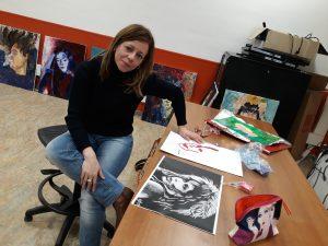 Fotografía de Cristina en clase de dibujo
